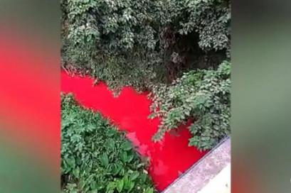四川宜賓象鼻河變「紅河」 民眾憂污染