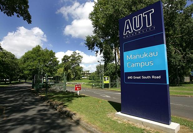 新西蘭Newsroom新聞網獨家披露,新西蘭安全情報局(SIS)已花費數月時間,對正在奧克蘭攻讀博士學位的一位中國留學生進行了調查,原因是擔心其研究工作可能用於敏感的軍事目的。圖為奧克蘭理工大學校園。(維基百科)