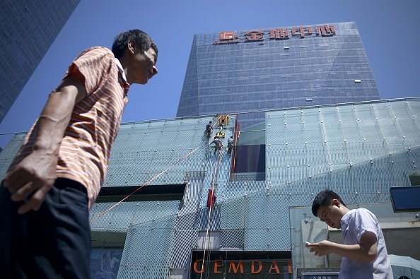 一年前,中共啟動「債券通」,向外國投資者開放國內債券市場。但是這可能是一個大坑:今年中國企業債券違約有望創紀錄。(WANG ZHAO/AFP/Getty Images)
