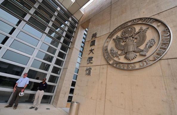 在星期二(3日)舉行的美國大使館會議上,工作人員被告知最新一批人員已撤離返美。(TEH ENG KOON/AFP/Getty Images)