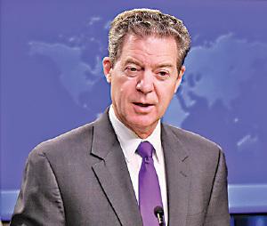 美國特朗普政府宗教自由大使布朗巴克(Sam Brownback)督促當局把握時機,制裁中共違反人權的官員。(Getty Images)