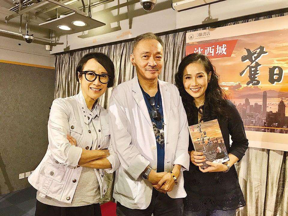 藝人呂珊(左)和妹妹呂皇(右)是早年《明燈日報》總編呂永的女兒,倆姊妹也是沈西城(中)擁躉,新聞發佈會來撐場。