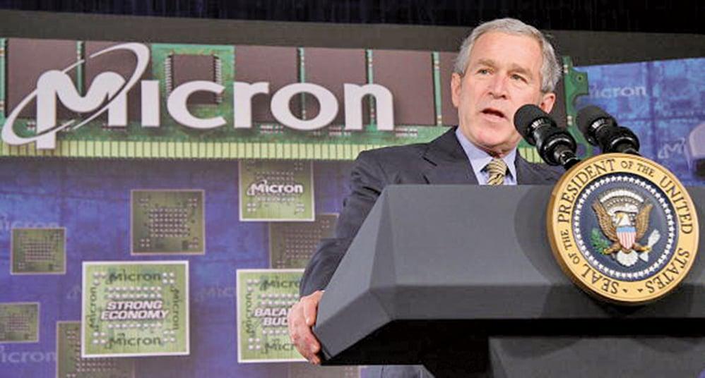 圖為2007年時任美國總統小布殊在美光公司演講。(Getty Images)