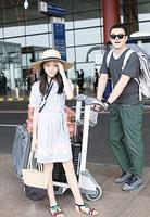 12歲李嫣再赴巴黎走秀 李亞鵬陪伴愛女出行