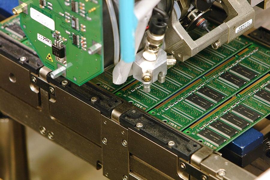 美國著名晶片製造商美光在中國成了被告,還被法庭判決禁止銷售!可是美光去年還在美國控告中國公司竊取自己的技術。圖美光公司生產的半導體。(Micron)