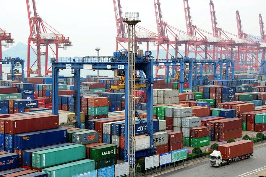 7月6日,中美雙方開始對340億美元的商品互徵25%的關稅。美國還放話,如果中共反擊,將對5000億美元的中國商品加徵關稅。圖為大陸連雲港。(VCG/VCG via Getty Images)