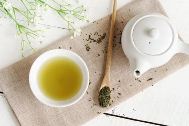 研究人員發現,在綠茶和紅葡萄酒中的一種天然成份,可阻止有毒代謝物的形成,為治療某些先天性代謝性疾病帶來了希望。(Fotolia)