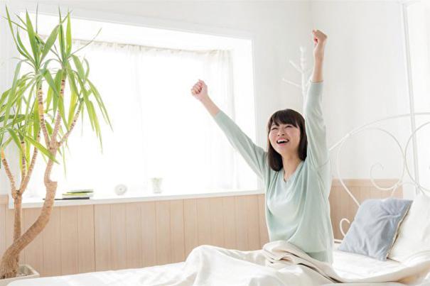 研究人員發現,天生早睡早起的女性患抑鬱症的概率要低於那些晚睡的夜貓子們。(ShutterStock)