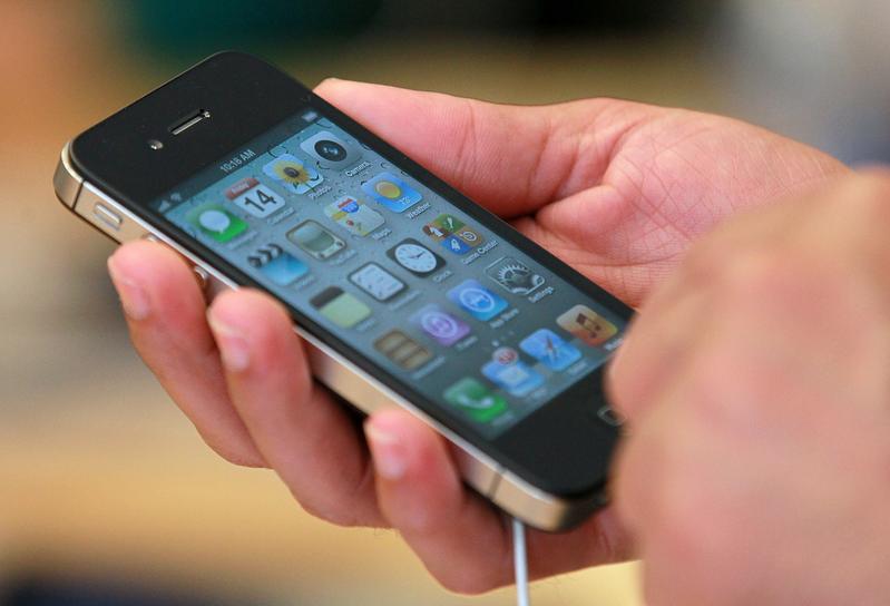 最新研究發現:一些手機程式會偷偷地進行錄像或截圖,然後把你的隱私發給第三方。(Justin Sullivan/Getty Images)