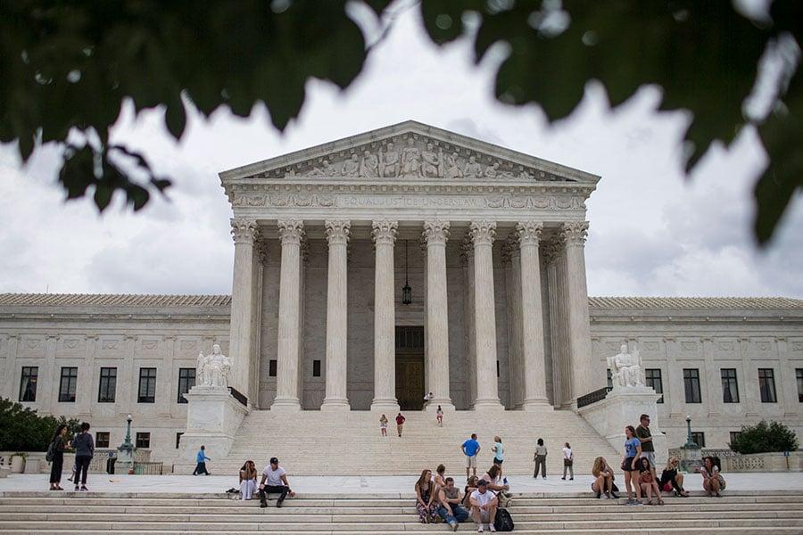 美國最高法院大法官遞補案,知情人士稱,總統特朗普已與六名法官面試,積極考慮其中三名,其中一名女法官呼聲高。(Zach Gibson/Getty Images)