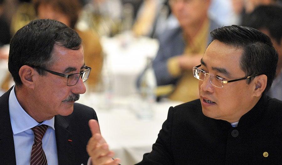 海航集團董事長王健(右)於當地時間3日在法國意外跌亡,轟動海內外。(ERIC PIERMONT/AFP/Getty Images)