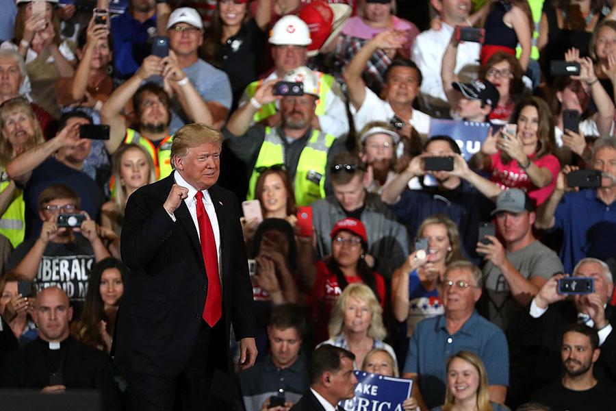 圖為7月5日,美國總統特朗普在蒙大拿州舉行集會,向支持者發表演說。(Justin Sullivan/Getty Images)