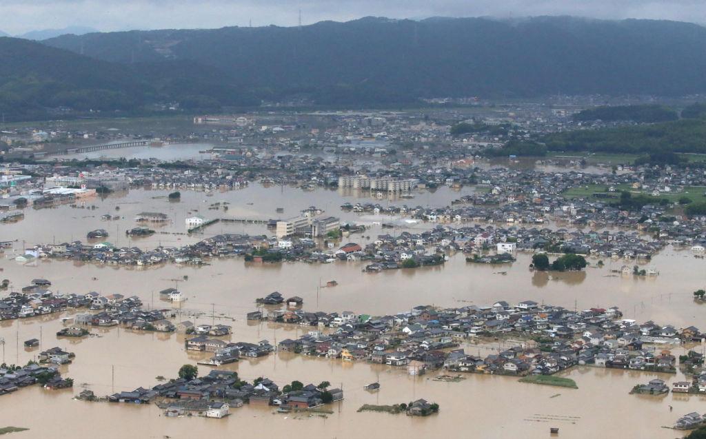 周日(7月8日)襲擊日本中西部的暴雨已經進入了第三天,損失慘重。(STR/AFP/Getty Images)