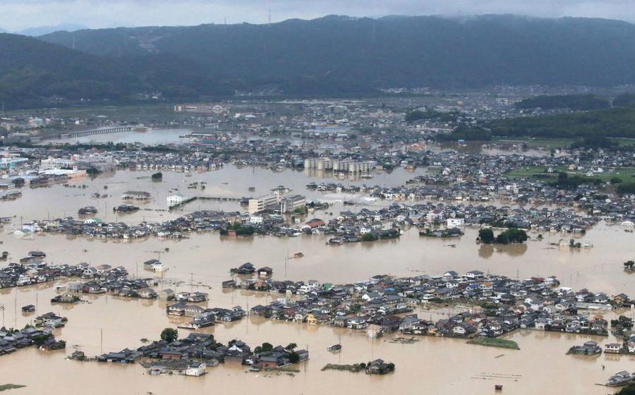 日本罕見暴雨76死 千人被困 住宅區變湖泊