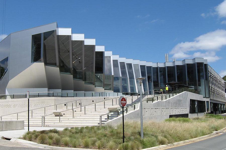 享負盛名的澳洲國立大學(ANU)日前傳出,該校的電腦系統遭黑客入侵。澳洲多名安全和情報界人士透露,追蹤後發現入侵源自中國。目前威脅還未被消除。圖為ANU醫學研究中心。(Angelo Tsirekas/Wikimedia commons)