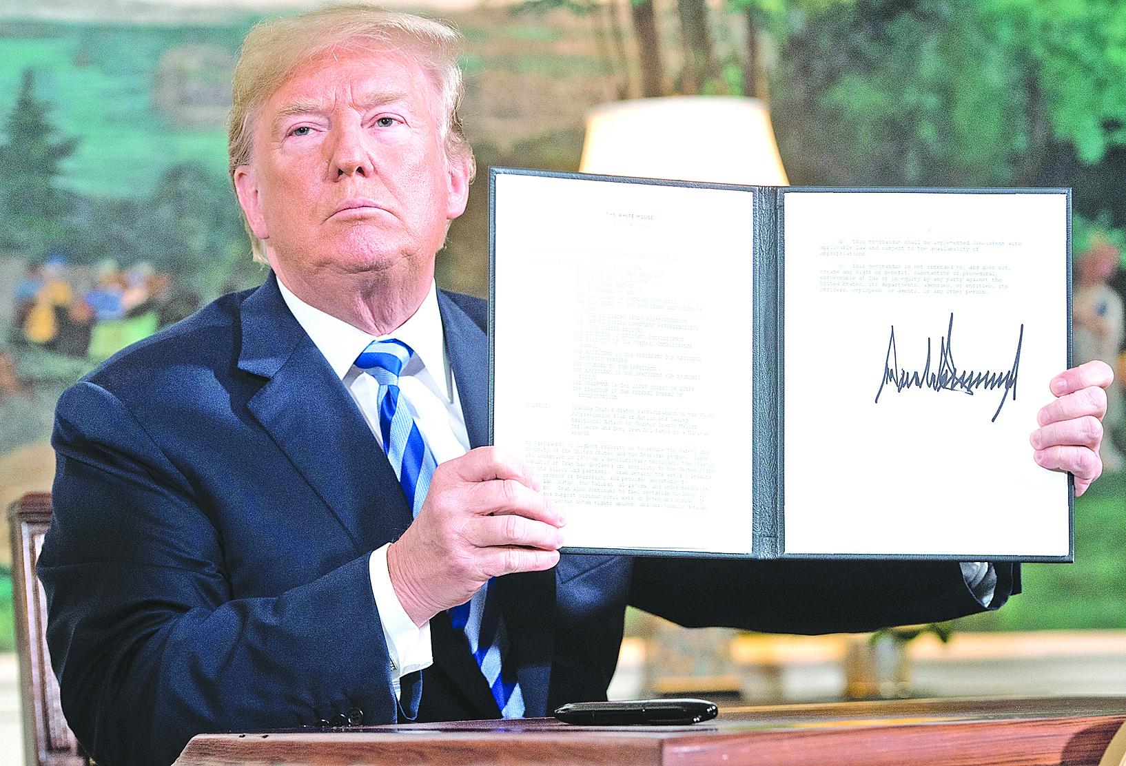特朗普總統5月8日簽署了一份行政備忘錄,啟動了美國撤出伊朗核協議的進程。伊朗對華原油出口也將受限。 (SAUL LOEB/AFP/Getty Images)