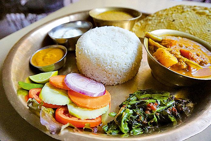 尼泊爾傳統風味餐達八(Dal Bhat)。(網絡圖片)