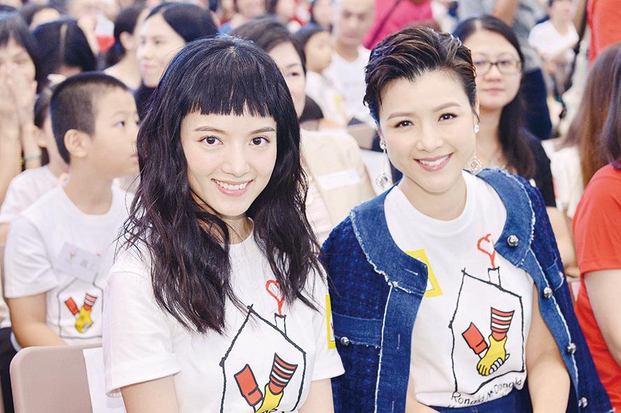 陳嘉寶(左)、陳茵媺(右)昨日出席慈善活動,幫助患病兒童。(宋碧龍╱大紀元)
