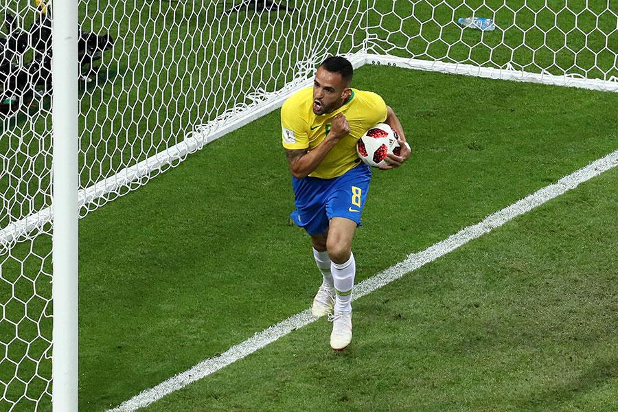 替補出場的中超北京國安外援連拿度奧古士圖為巴西隊扳回一分。(Kevin C. Cox/Getty Images)