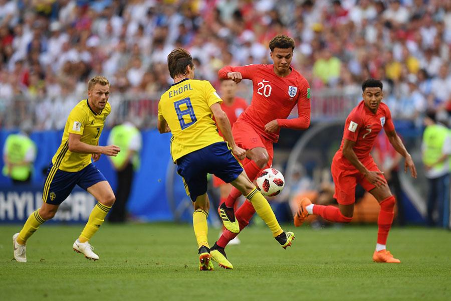 幫助英格蘭將比分擴大為2比0,確定勝局的迪利阿里(中)。(Matthias Hangst/Getty Images)