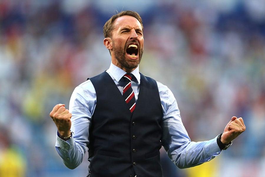 英格蘭主帥索斯蓋特賽後振臂高呼,慶祝英格蘭歷史上第三次晉級世界盃半決賽。(Clive Rose/Getty Images)