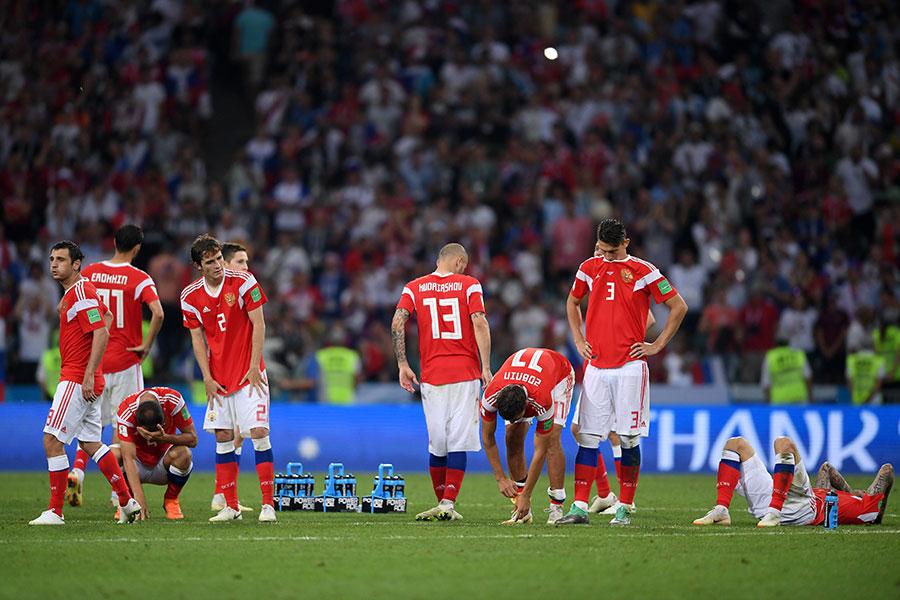 俄羅斯在點球大戰中遭到淘汰出局,球員難掩失望之情。(Laurence Griffiths/Getty Images)