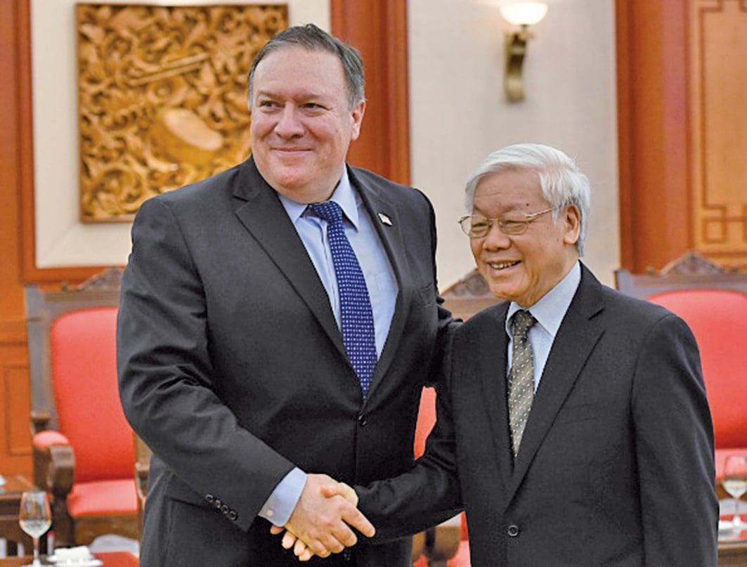 蓬佩奧敦促北韓仿效越南,與美建交。圖為蓬佩奧7月8日跟越共總書記阮富仲會晤。(AFP)