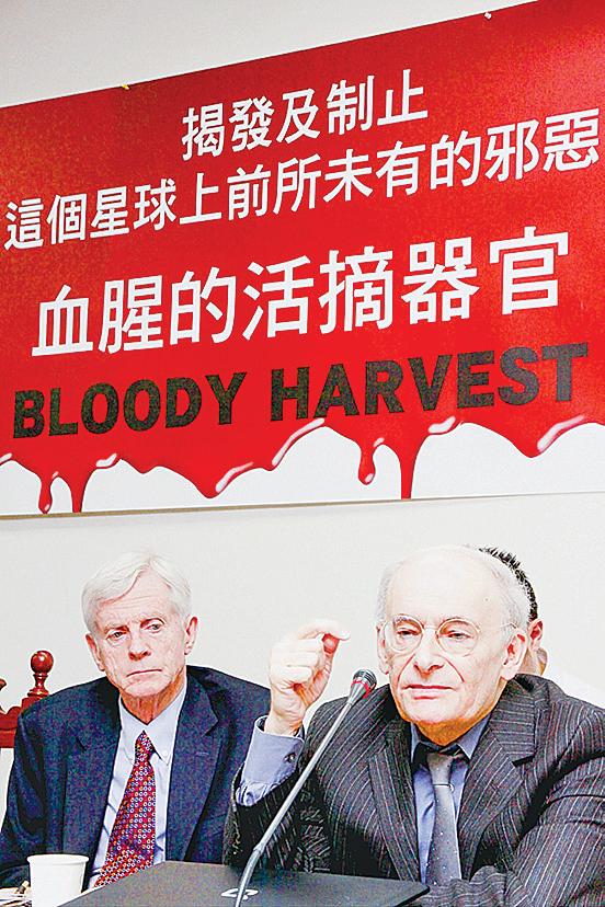 大衛  喬高(左)與大衛 麥 塔 斯(右 )。(攝影:林伯東 /大紀元)