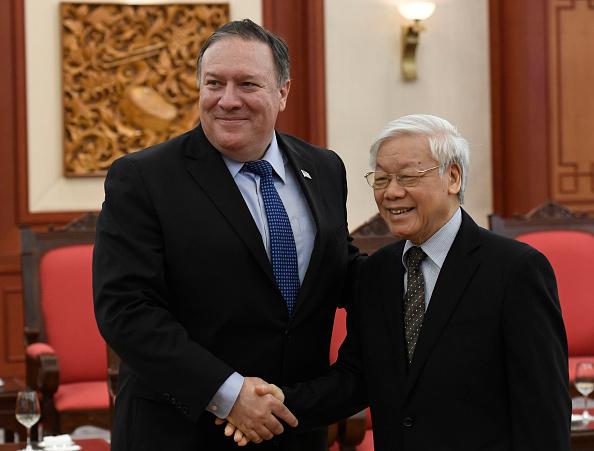 蓬佩奧7月8日跟越共總書記阮富仲會晤。(AFP/Getty Images)