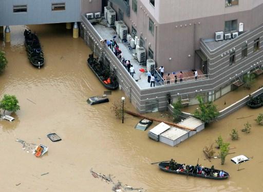 日本地區連日來暴雨成災,各地災情在7月9日繼續擴大,截至目前為止,死亡人數已上升到112人,另有超過80人下落不明。(JIJI PRESS/STR/AFP)