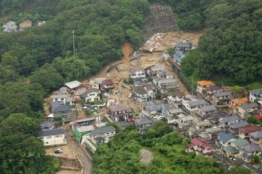 西日本地區連日來暴雨成災,各地災情在7月9日繼續擴大,截至目前為止,死亡人數已上升到112人,超過80人下落不明。(JIJI PRESS/STR/AFP)