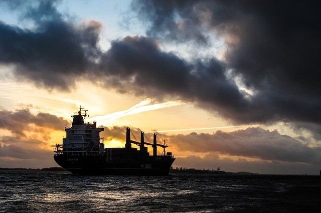 在新的關稅政策正式生效前,一艘滿載美國大豆的貨船以最大時速在黃海上飛馳,被中國網友封為「最勵志貨船」。圖為示意圖。(Pixabay)