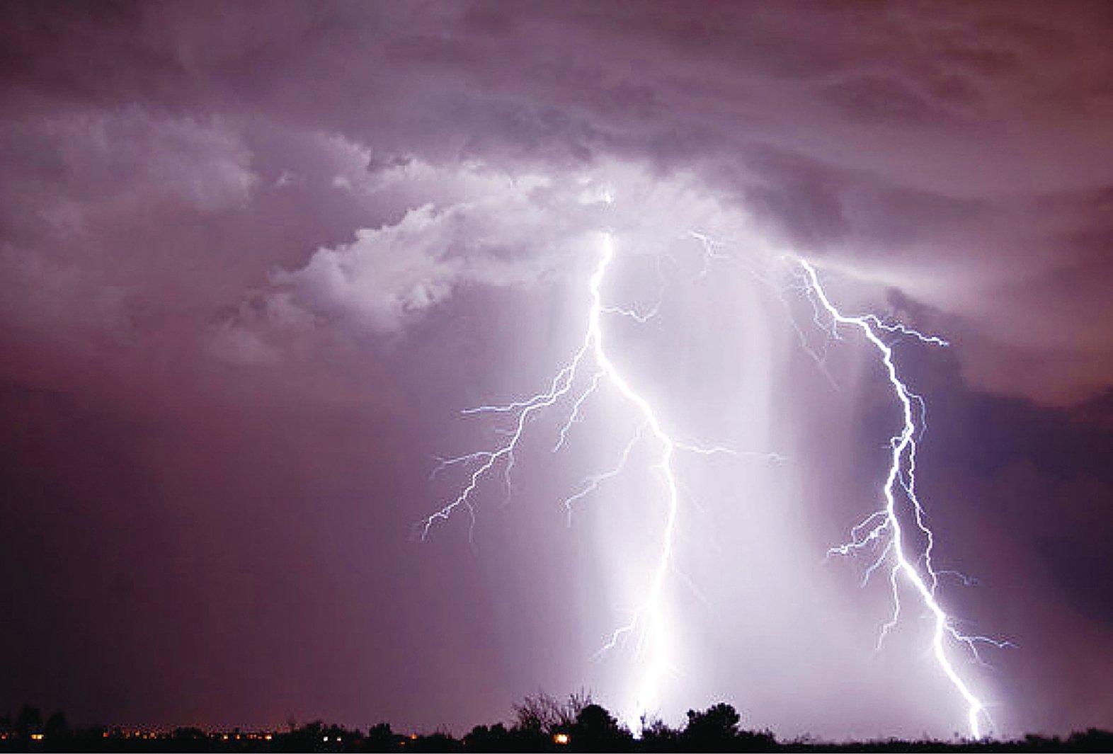 武乙三十五年,武乙在黃河與渭河之間的地帶打獵,遇到了大雨,天現雷暴,他被雷擊中身亡。(fotolia)