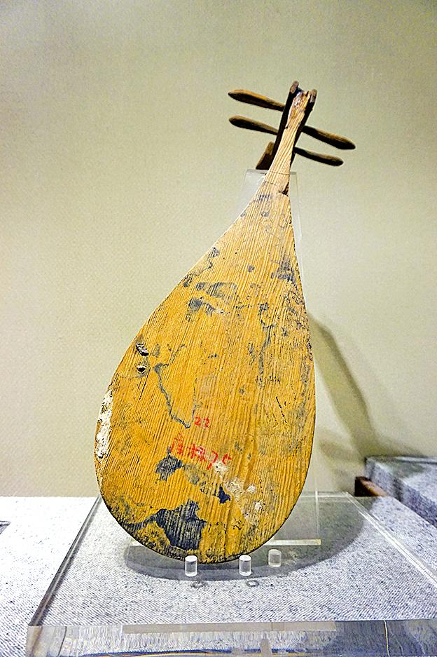 楊吳木雕琵琶,揚州邗江蔡莊楊吳尋陽公主墓出土。(三獵/Wikimedia Commons)