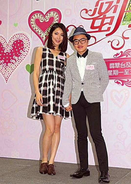 李亞男(左)廚藝有進步,老公王祖藍(右)讚賞。(李亞男facebook)