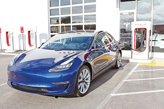 Model 3的產能關乎特斯拉下半年能否實現獲利,備受各界矚目。(shutterstock)