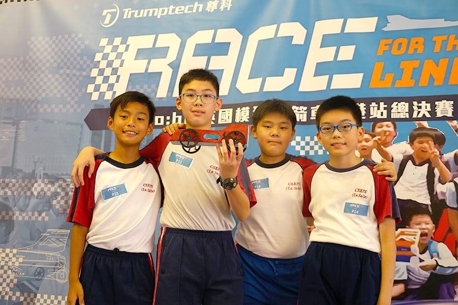 來自陳瑞祺(喇沙)小學的幾位學生分享參賽心得。(曾蓮/大紀元)
