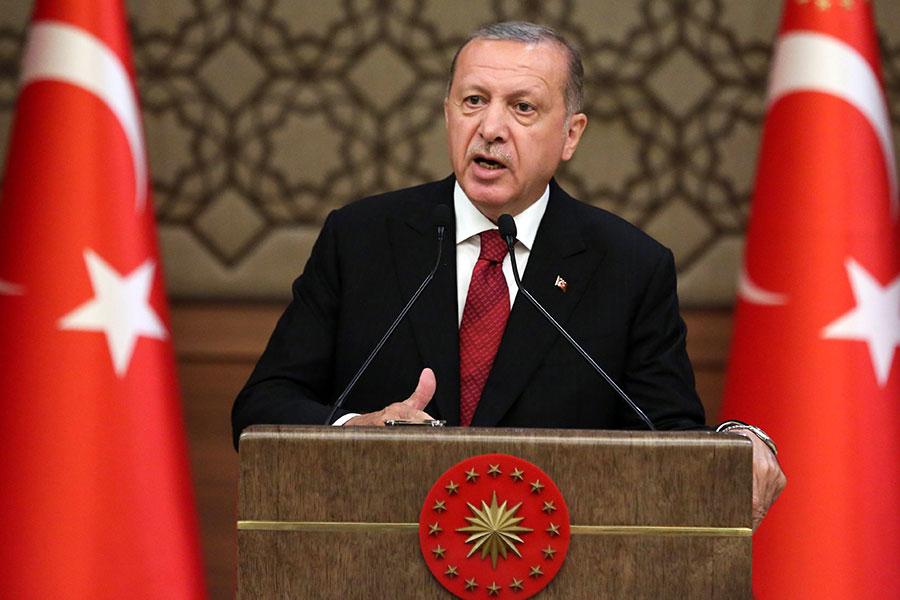 土耳其總統埃爾多安於9日宣誓就職,開始第二個總統任期並組總統制新政府,10日公佈任命女婿為財政部長,造成里拉兌美元重貶。(ADEM ALTAN/AFP/Getty Images)