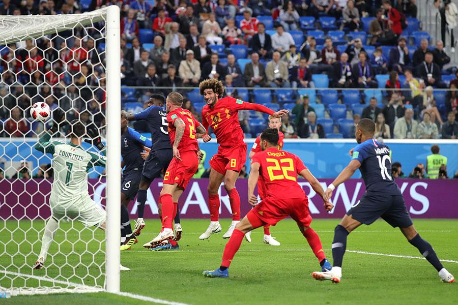 法國隊進球瞬間,烏姆迪迪前點甩頭攻門得手。(Alexander Hassenstein/Getty Images)