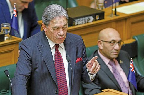 紐西蘭代總理彼得斯(Winston Peters)(左)證實,最新強硬路線招致中共不滿,但紐西蘭依然堅持獨立的外交政策。(AFP)
