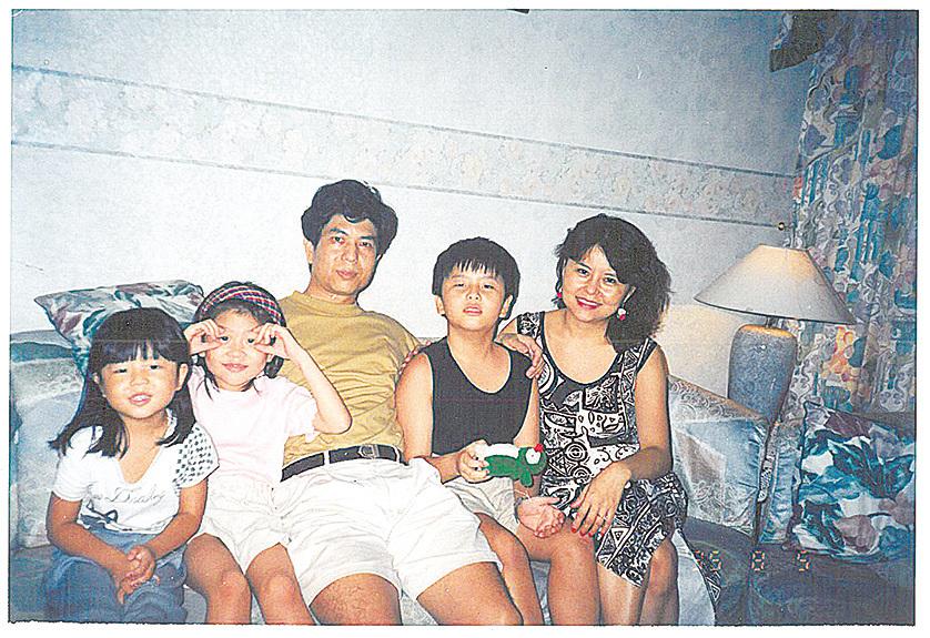 嫁到香港的廖書蘭與丈夫育有三名子女,是一個幸福的大家庭。(受訪者提供)