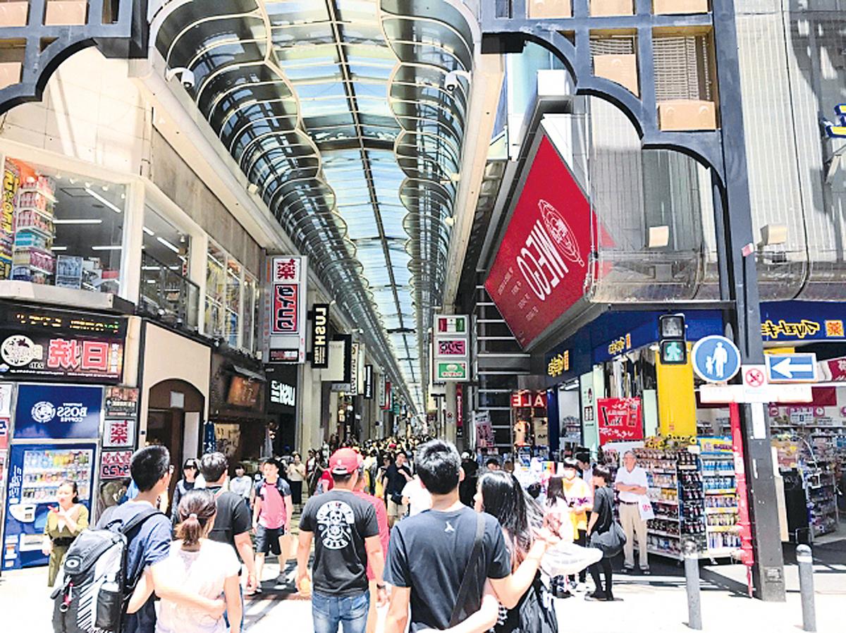 具大阪特色的心齋橋商店街。