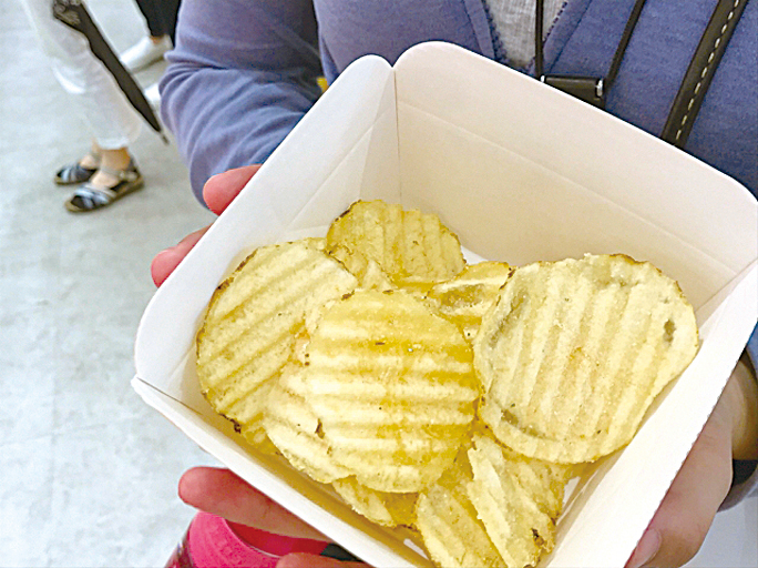 「Calbee+」的現炸薯片。
