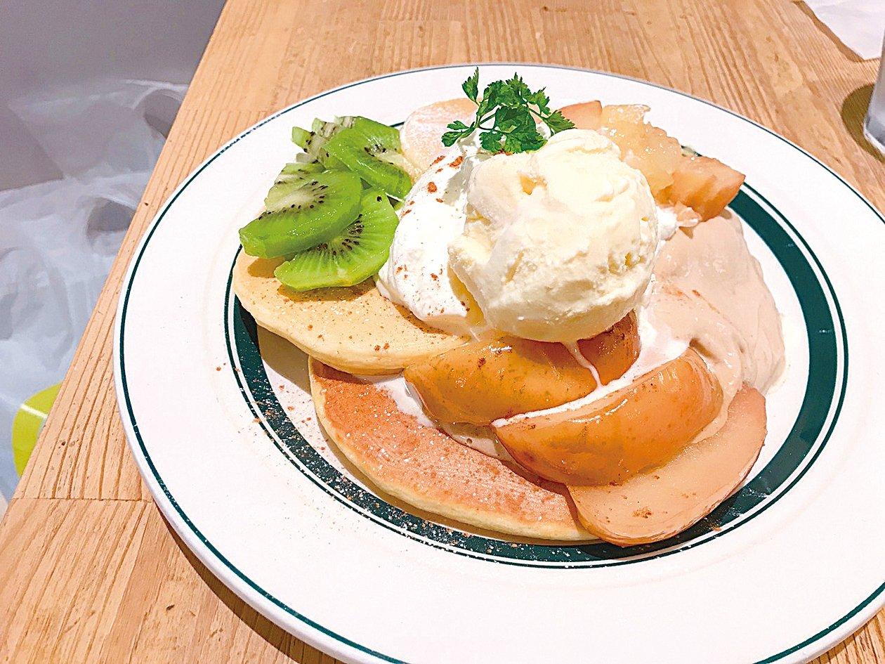 gram cafe & pancakes的水果鬆餅。