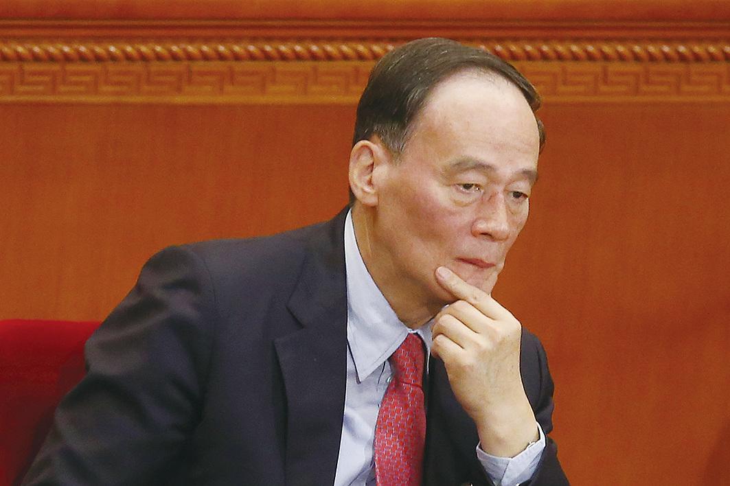 中國國家副主席王岐山缺席美中重要談判,在貿易戰中保持低調。中美貿易戰打響第一槍後王岐山首次現身,有分析稱,貿易戰的局勢可能已到了讓王岐山不得不出手的境地。(Getty Images)