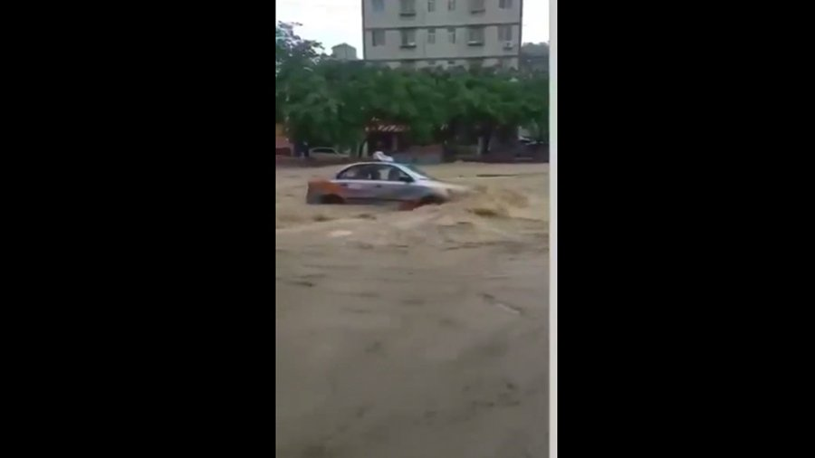 四川綿陽持續降大暴雨。圖為綿陽暴雨洪災。(視像擷圖)