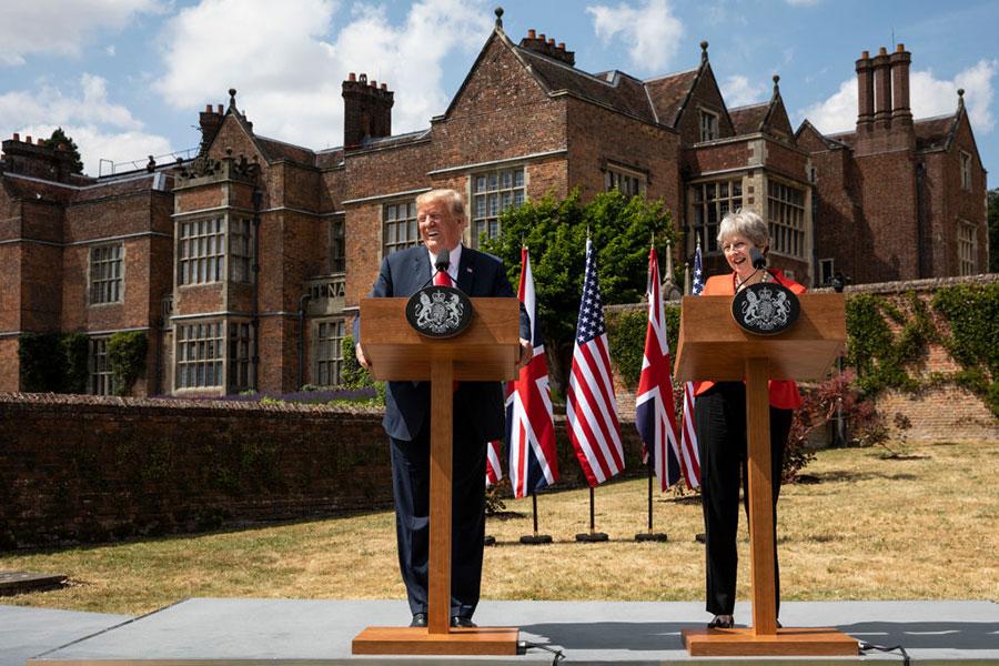 7月13日下午二時左右,在英國訪問的美國總統特朗普和英國的文翠珊首相舉行聯合記者招待會。(Dan Kitwood/Getty Images)
