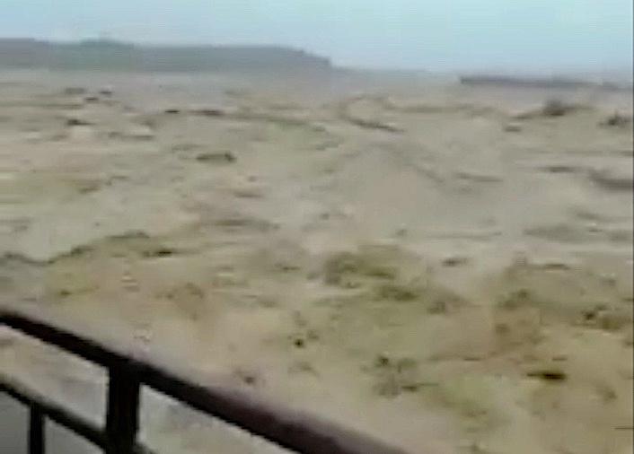 四川連日暴雨導致河水泛濫。(視像擷圖)