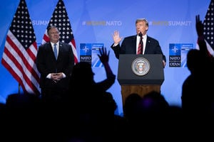 美俄峰會前 特朗普:普京非敵非友