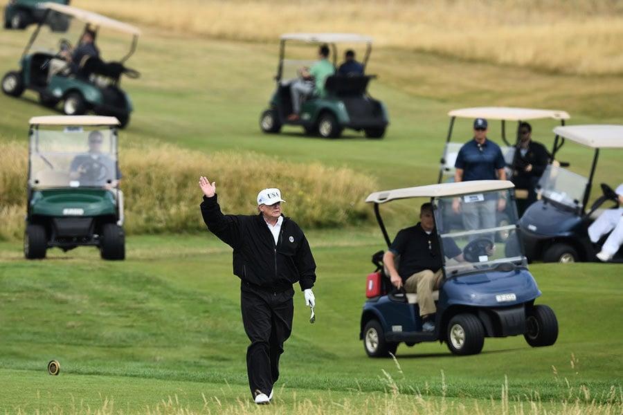與普京會面前 特朗普在蘇格蘭打高球